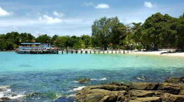 Koh Samet is a popular weekend destination for many people of Bangkok. (Image source: Flickr)