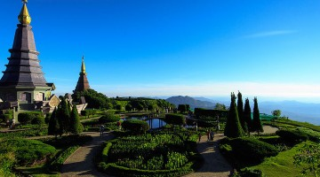 The views from Doi Inthanon, the highest mountain and one of many that surrounds Chiang Mai, Thailand. (Image source: Creative Commons)