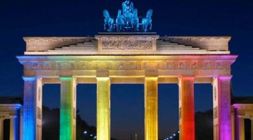 Berlin's famous Brandenburg Gate lights up for pride (PHOTO: Flickr)