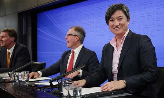 South Australian senators Cory Bernardi (Liberal) and Penny Wong (Labor) just before their debate on marriage equality at the National Press Club of Australia in Canberra. (Image source: AAP)