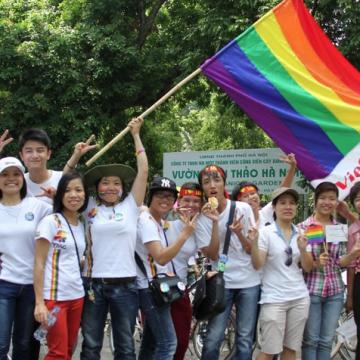 LGBTI activists in Vietnam (Image source: www.rainbowtourismvietnam.com)