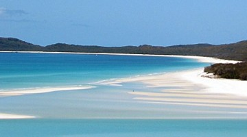 World-famous Whitehaven Beach is located on Whitsunday Island -- Image source: Wikimedia Commons